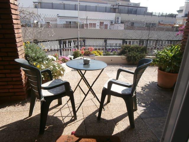 Large room 25 m2  with terrace 2/3 person SARRIA - Barcellona - Condominio