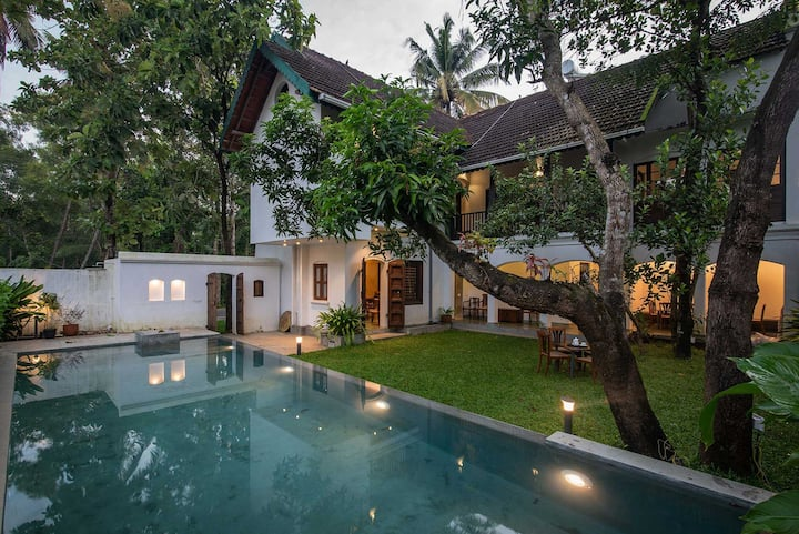 Balcony room at Shalom Villa with pool in Alleppey