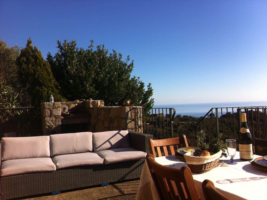 Vue panoramique mer/montagne en Corse