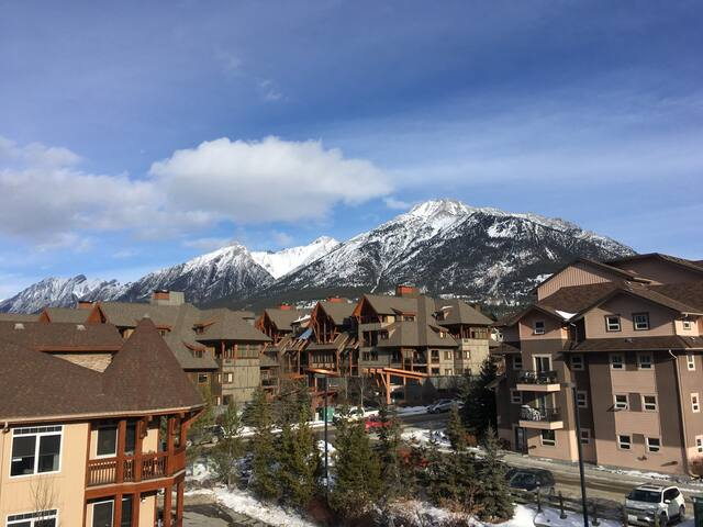 Rocky Mountain Retreat With Amazing Views!