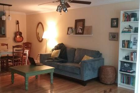 cozy private room in  quiet neighborhood - Athens