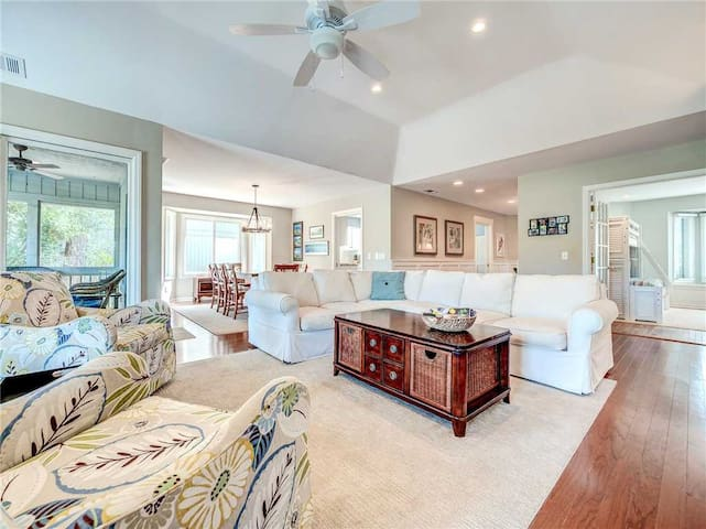 Isle of Pines 12, 3 Bedroom, WiFi, Fireplace, Sleeps 7, Sea Pines