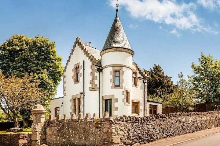 ☆ King Four-poster - Luxury mini Scottish Castle