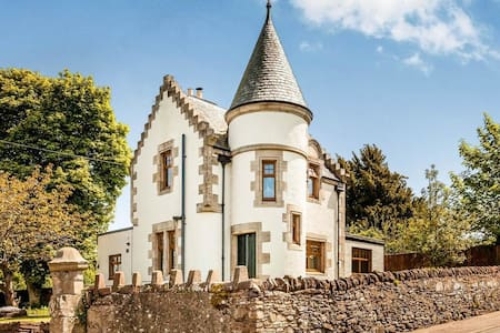 Four-poster bed in beautiful mini Scottish Castle - Perth and Kinross - Castelo