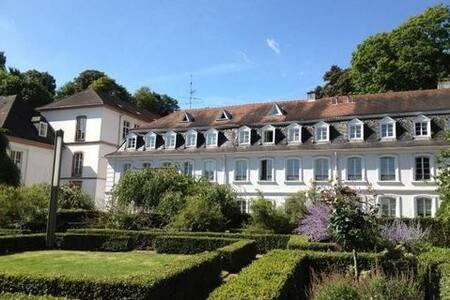 Schöne Stadtwohnung (in der Nähe vom Schloss) - Saarbrücken - Appartement