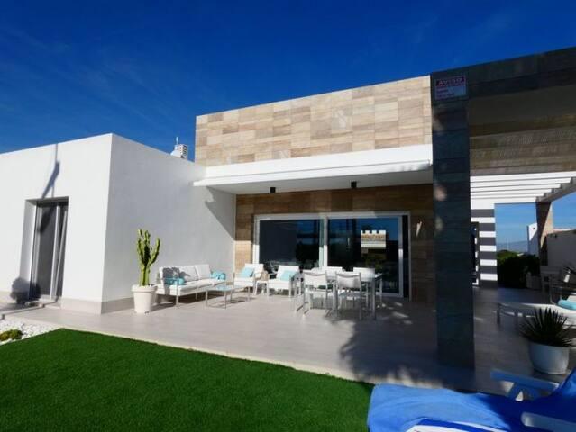 Moderne woning in de zon  -  Villa au soleil