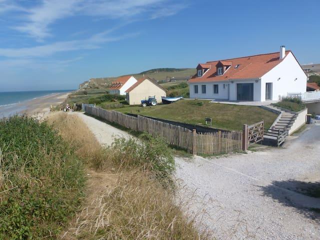 Villa entre deux caps, face à la mer