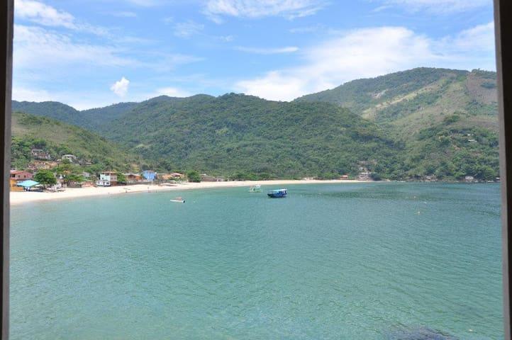 Casa ampla e de frente para o mar da Ilha Grande