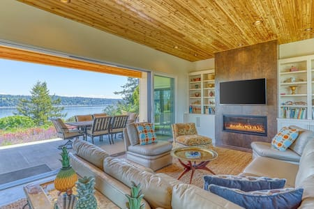 Dog friendly, waterfront home w/ private beach - near ferry access