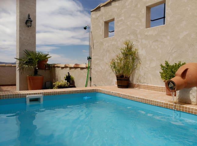 Casa Camuñas Rural con jacuzzi, piscina, chimenea.