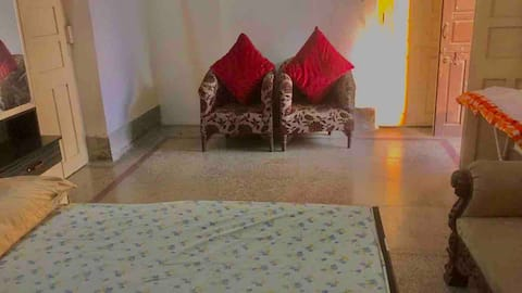 CHEERFUL HOME WITH SHARED BALCONY AND WASHROOM 🌻