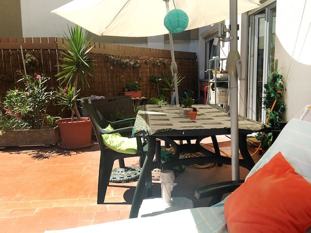 Sunny apartment&terrace at 15 minutes from Lisbon - Linda-a-Velha