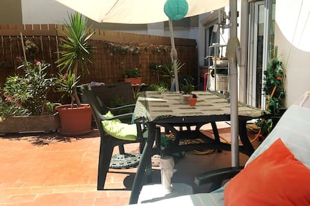 Sunny apartment&terrace at 15 minutes from Lisbon - Linda-a-Velha - Huoneisto
