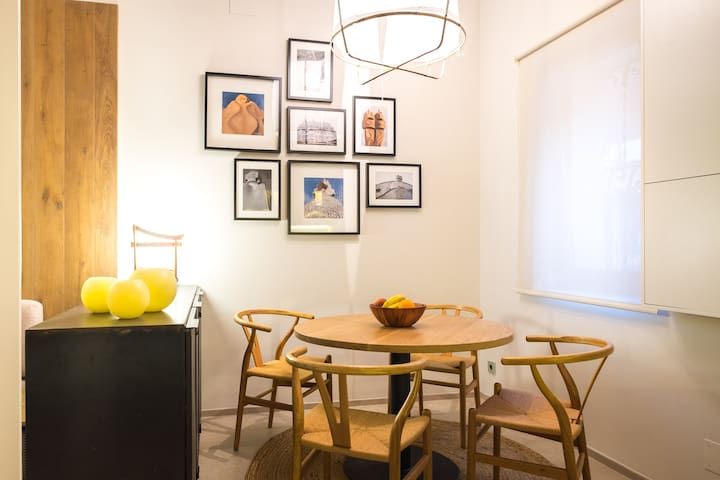 Delightful House for Two in central Barcelona