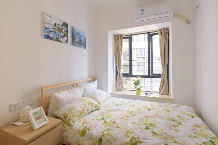 Cozy  Room  in  City Center&5 Min to MTR Queen Bed - กวางโจว