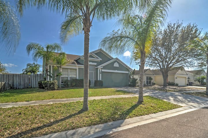 3BR Apollo Beach House w/ Pool and Jacuzzi!