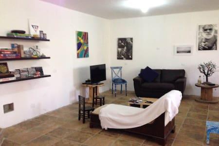 Ofrecemos cuarto en hermosa casa - Ház