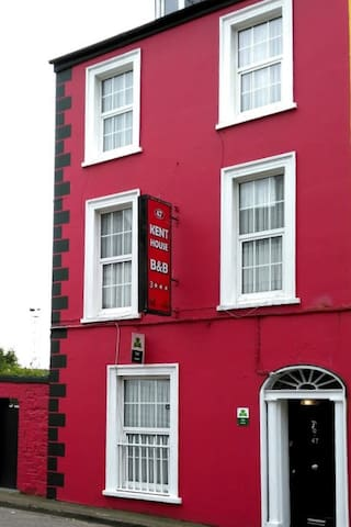 Victorian Townhouse B&B Triple Room - Cork - Bed & Breakfast