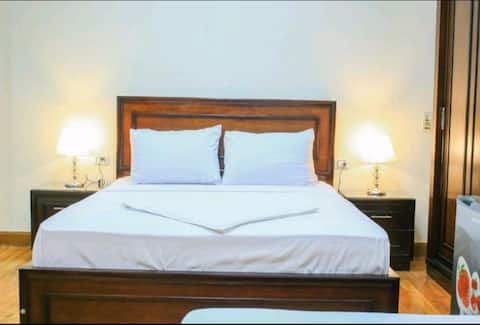 Lovely single room with private bathroom&breakfast