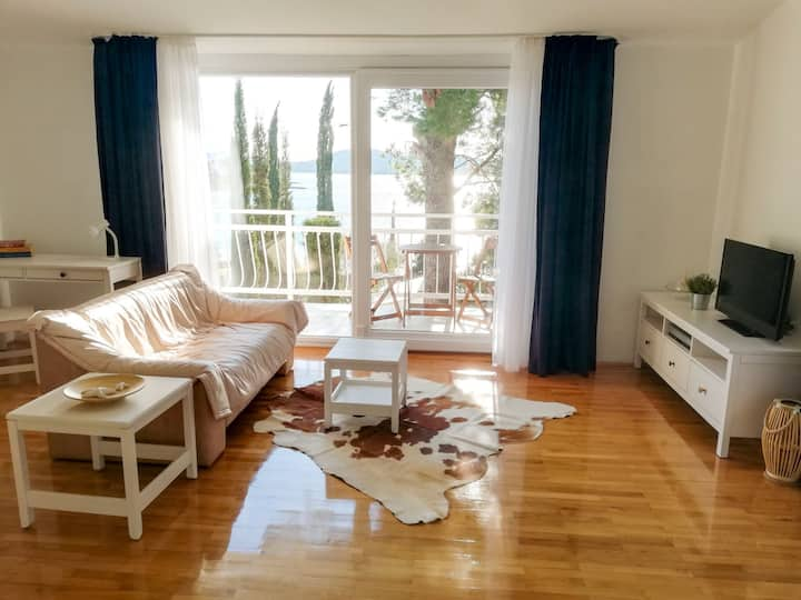 Spacious suite in B&B with sea view
