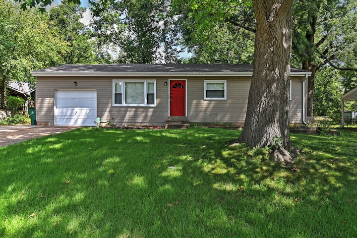 4BR St. Louis House w/Expansive Yard!