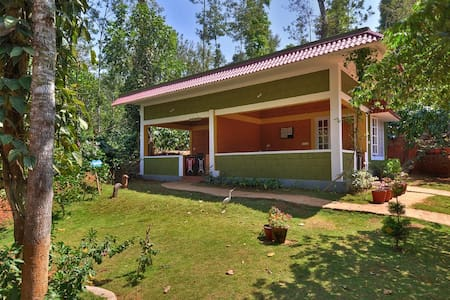 Spend time with your loved one at Chilipili, Coorg - Bed & Breakfast