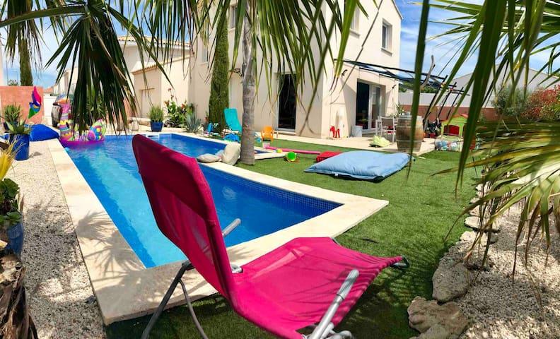 Villa neuve +piscine +jacuzzi à 15 mn des plages