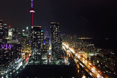 Private master room with perfect city n lake view - Toronto - Condominium