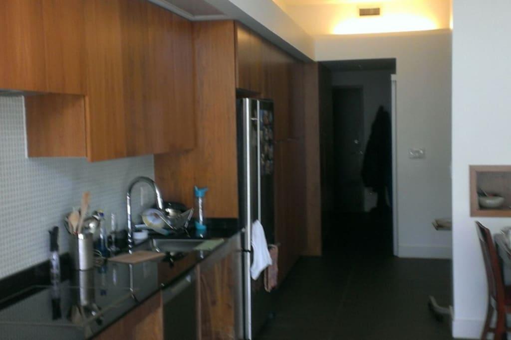 Induction stove, full use of fridge and freezer