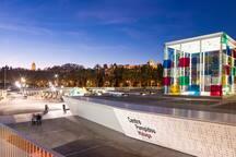 A 3 minutos caminando de la zona del puerto de Málaga, zona comercial y restaurantes del Muelle 1 y museo Pompidou
