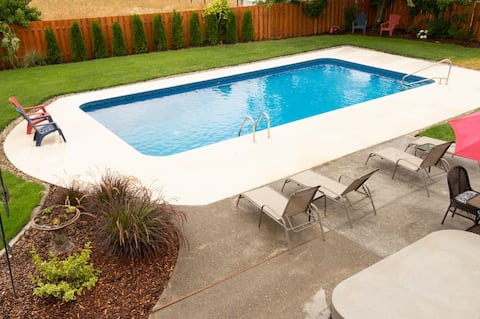 Getaway in sunny Prosser with pool and hot tub!!