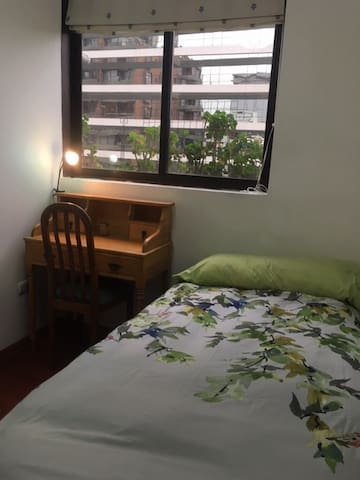 Habitacion en Sanhattan//Room in Sanhattan