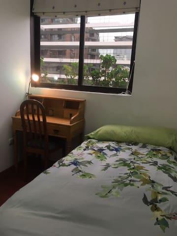 Habitacion en Sanhattan//Room in Sanhattan