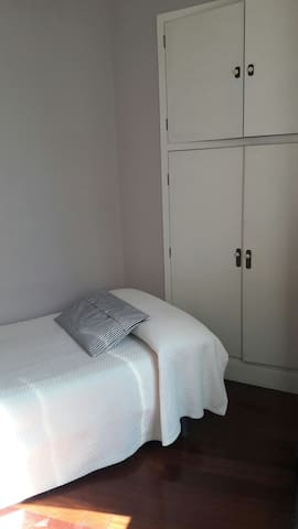 Centro. Individual + desayuno / Single room+Breakf - Bilbo - Bed & Breakfast
