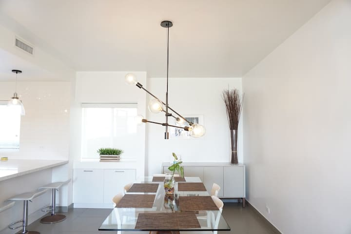 Dining table for 6 people / Comedor para 6 personas