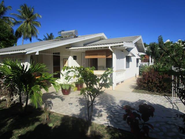 My cozy Beach House in tropical garden/ 3 bedroom