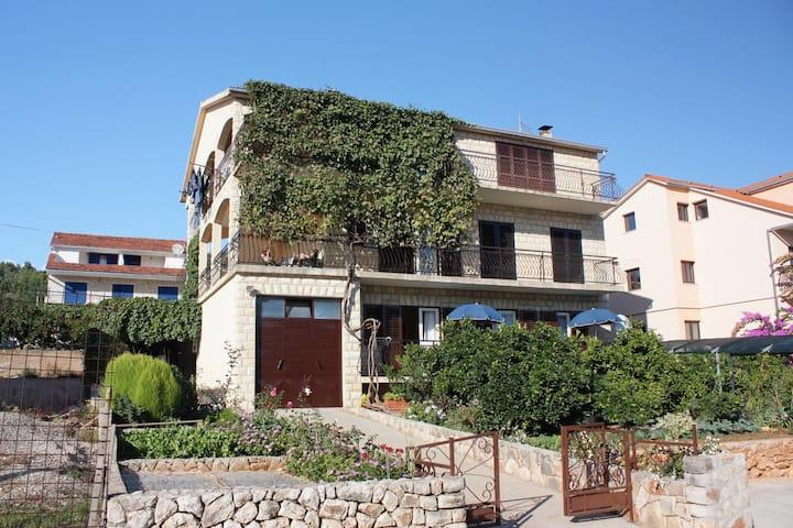 Dvosobni apartman s balkonom Stari Grad, Hvar (A-5730-a)