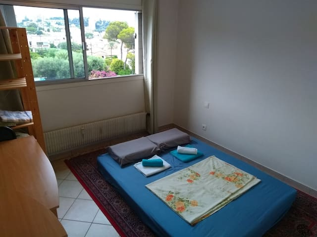 Comfortable Private Room, Antibes