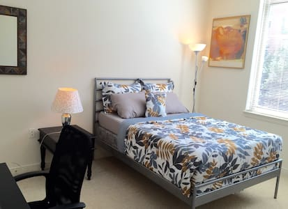 Upscale Apartment - Bedroom with Private Bath - Reston - Apartamento