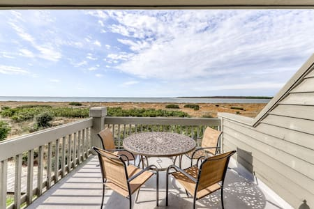 Beachfront condo w/ deck, views & shared pools, tennis, golf & more!