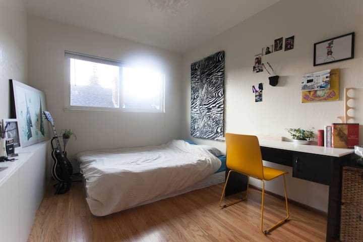 Clean, Modern room close to BART - Berkeley - Apartment