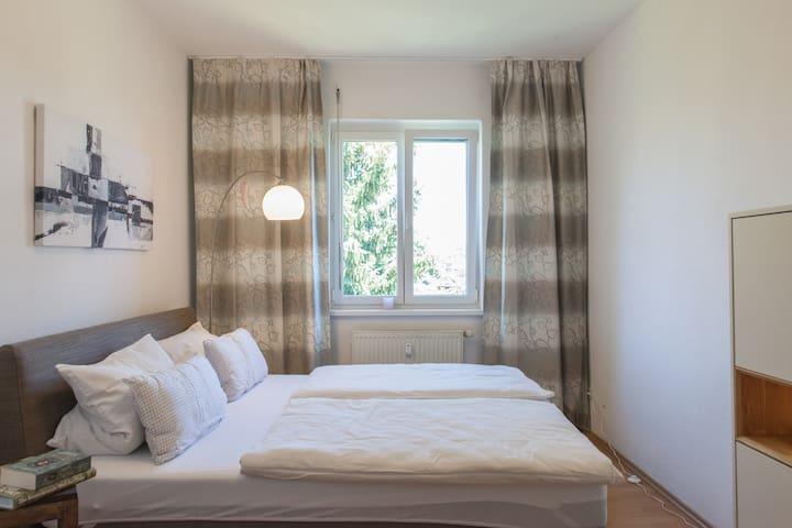 charmantes wohnen mit sonnigem balkon service wohnungen zur miete in leipzig sachsen. Black Bedroom Furniture Sets. Home Design Ideas