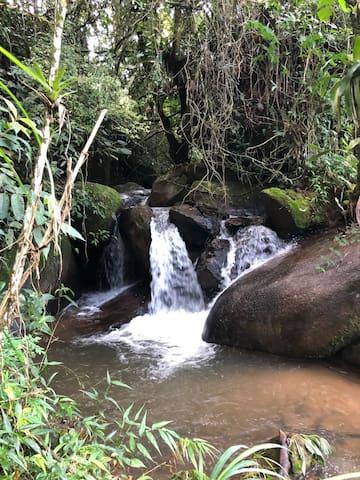 Casa com cachoeira particular em SFX