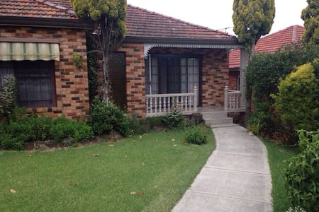 Nice room in great location. - Narwee - Hus