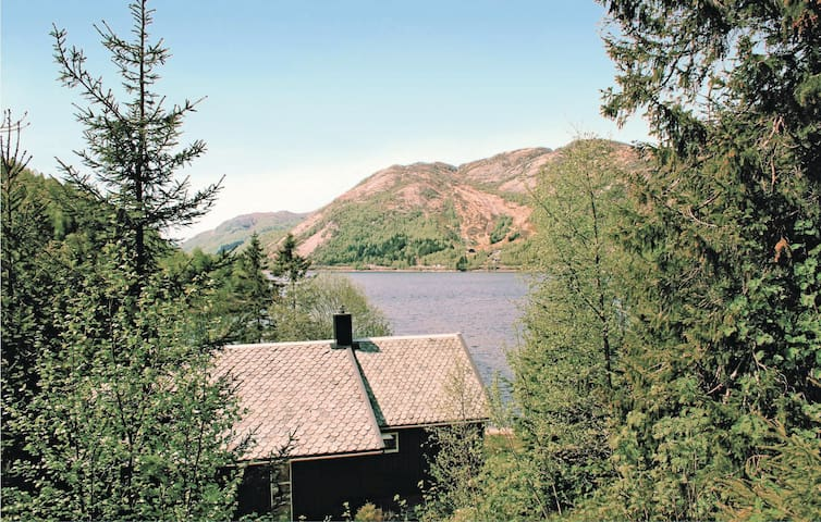 Holiday cottage with 2 bedrooms on 100 m² in Tonstad
