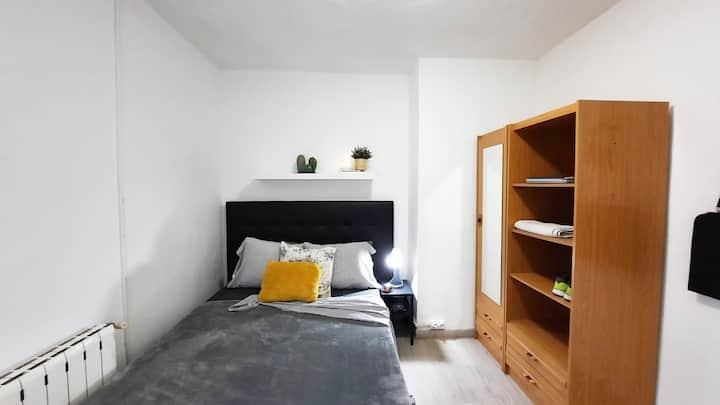 Habitación privada, con canapé, en Madrid