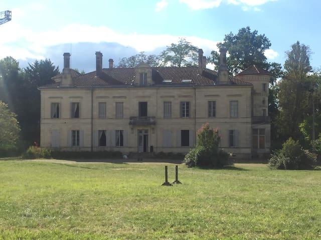 Château en cours de rénovation, pour tournage