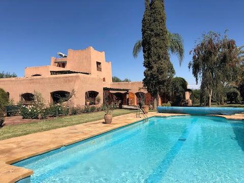 Fredens havn i Marrakech - basseng og tennisbane