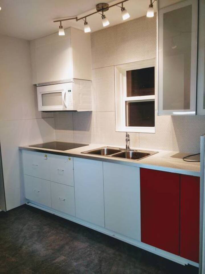 Private bedroom 7min walk to Sheppard Subway