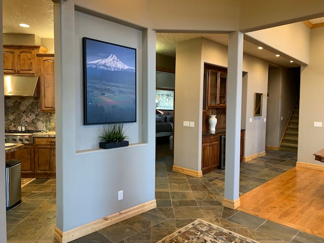Entry area / great room